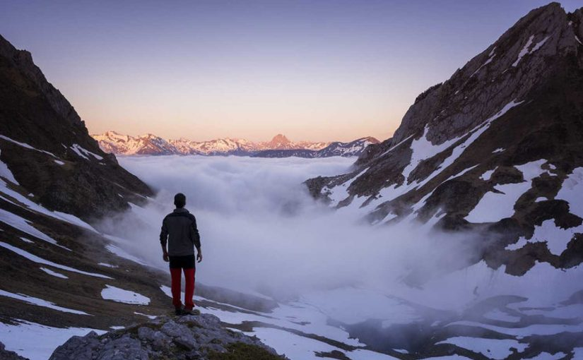 El humano en la montaña